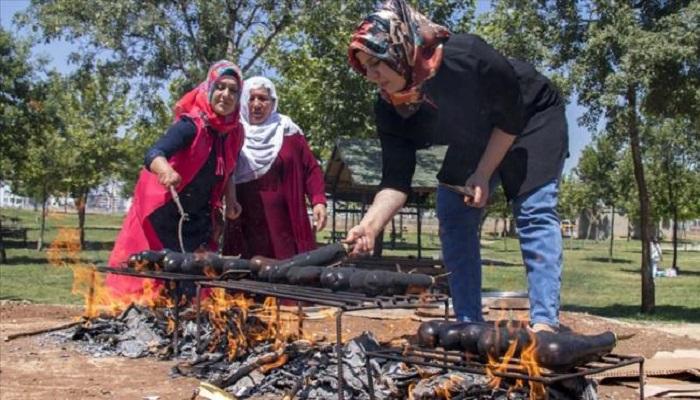 patlıcan - عادة طهي الباذنجان على الفحم في ديار بكر التركية