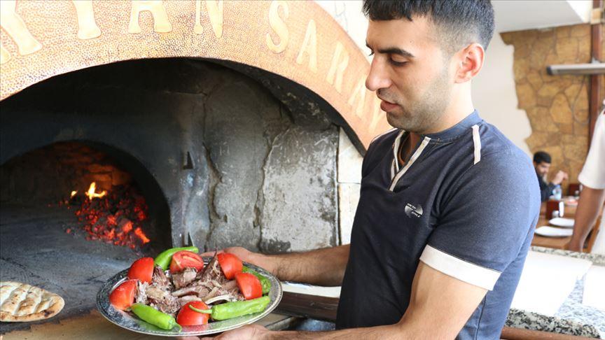 thumbs b c d88df624a978c382c5cf39ae6aa76198 - كباب بريان.. طبخ تراثي شعبي في جنوبي شرق تركيا