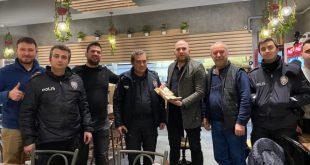 3183376 310x165 - مواطن تركي يسلم حقيبة فيها 400 ألف إلى صاحبها