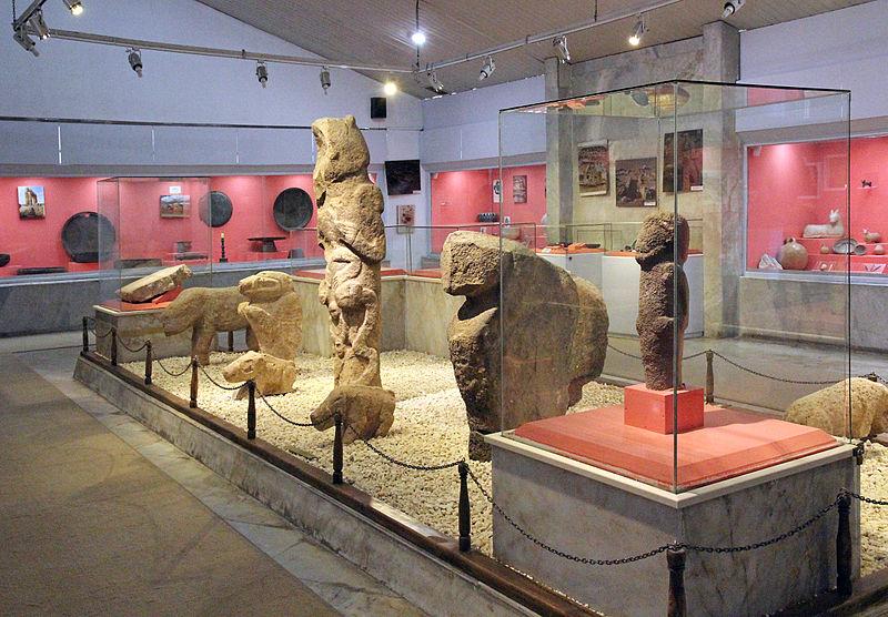 800px UrfaMuseumGöbekli - غوبكلي تبه في شانلي أورفا تاريخ يعود إلى العصر الحجري