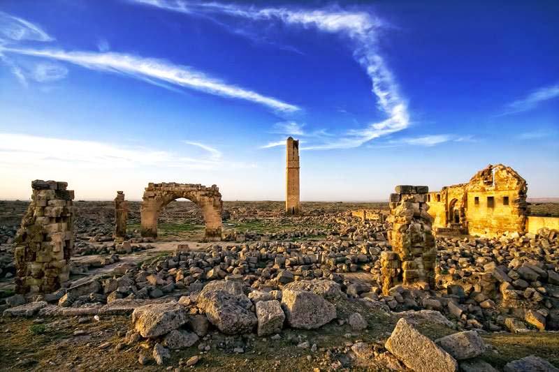 DjHgEJSXcAc5EVA - مدينة حران التركية ذات المنازل المخروطية