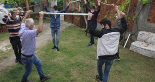 تركية ترقص بهذا الشكل بعد كورونا 310x165 - بالفيديو :عائلة تركية ترقص بهذا الشكل في عيد الفطر بسبب كورونا