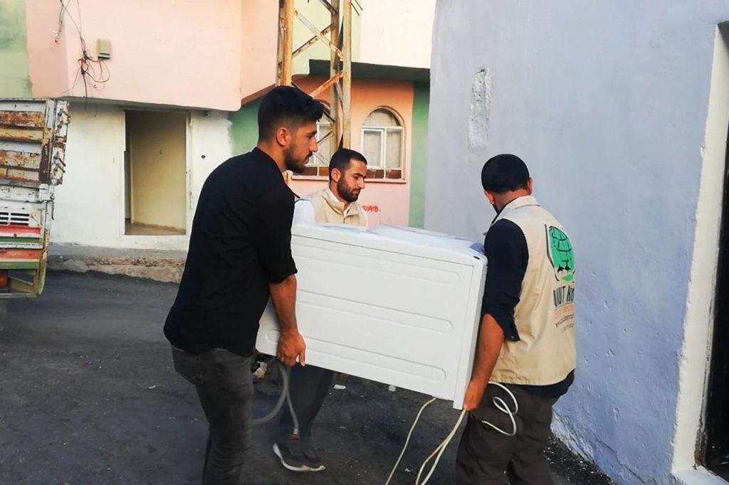 61a5026bced045685f55 1024x682 - جمعية تركية تقدم كامل مستلزمات المنزل لعائلة سورية في ولاية دياربكر ( صور )