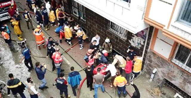 son dakika istanbul daki selde bir kisi hayatini 13354965 3177 o 2 640x330 - وفاة لاجئ سوري في اسنيورت بولاية اسطنبول جراء العاصفة المطرية ( فيديو)