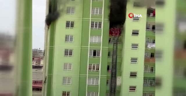 gaziantep te faciadan donuldu 12 katli apartm 13385402 o 640x330 - شاهد بالفيديو حريق كبير في مبنى بولاية غازي عنتاب وإنقاذ 35 شخصاً