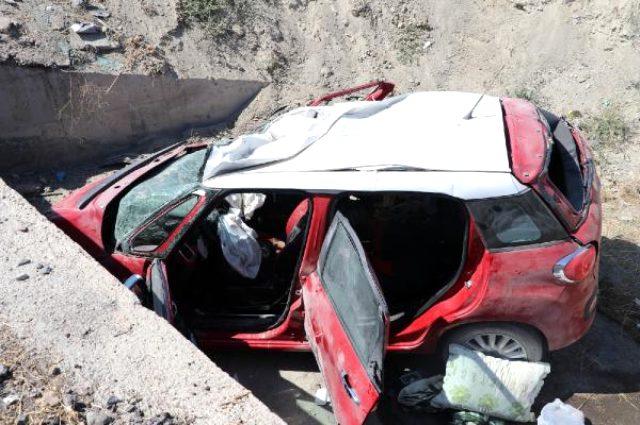 otomobil sarampole devrildi ayni aileden 3 olu 13427036 770 m - وفاة 5 أشخاص داخل سيارة ألمانية بحادث سير على طريق انقرة - قونيا