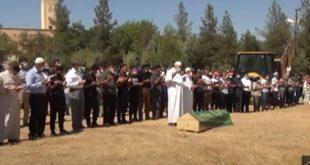 """جثمان مؤيد المحلم 310x165 - بالفيديو : العشرات في تشييع جثمان الشاب السوري""""مؤيد الملحم"""" الذي قتل في ماردين"""