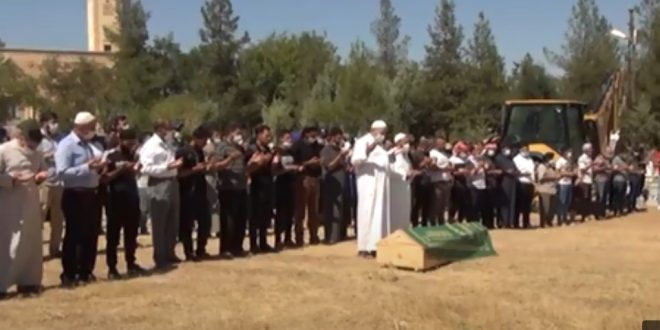 """جثمان مؤيد المحلم 660x330 - بالفيديو : العشرات في تشييع جثمان الشاب السوري""""مؤيد الملحم"""" الذي قتل في ماردين"""